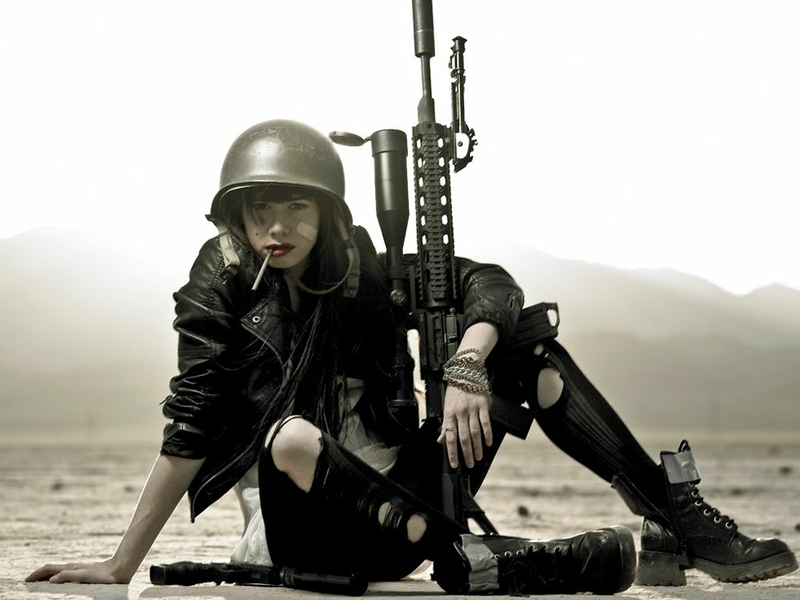 rifle-soldiers-girls-with-guns-1024x768-wallpaper_www-wallpaperto-com_90